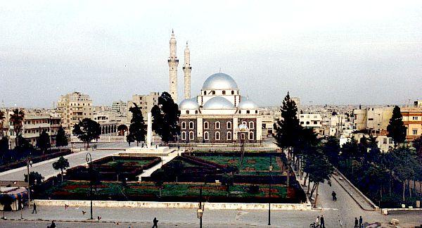 Mezquita Khaled Ibn Walid, Siria. Una de las mezquitas más famosas del país, se convirtió en centro de la batalla de Homs. El mausoleo sagrado fue destruido por completo y ardió gran parte de su interior. (Wikimedia Commons)