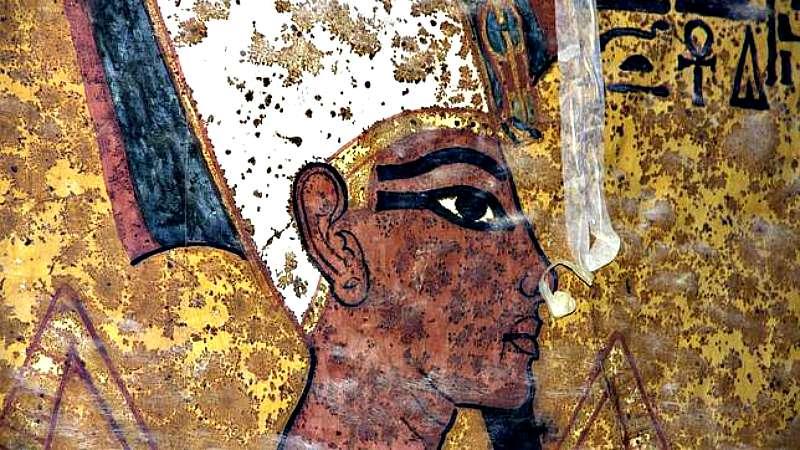 Una de las imágenes del facsímil, exacto a la tumba de Tutankamón, realizado por la empresa española Factum Arte. Según afirma Reeves, estas han sido algunas de las imágenes que le han sugerido la posible existencia de una entrada secreta a la tumba de Nefertiti. (Fotografía: ABC)