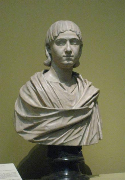 Un busto de Julia Mamaea que sobornó a otros para derrocar a Elagabalus, lo que resultó en su ejecución y mutilación. Este busto se encuentra en el Museo Pushkin (Rusia) pero fue copiado de un original romano encontrado en la colección del Museo Británico. (shakko / CC BY 3.0)