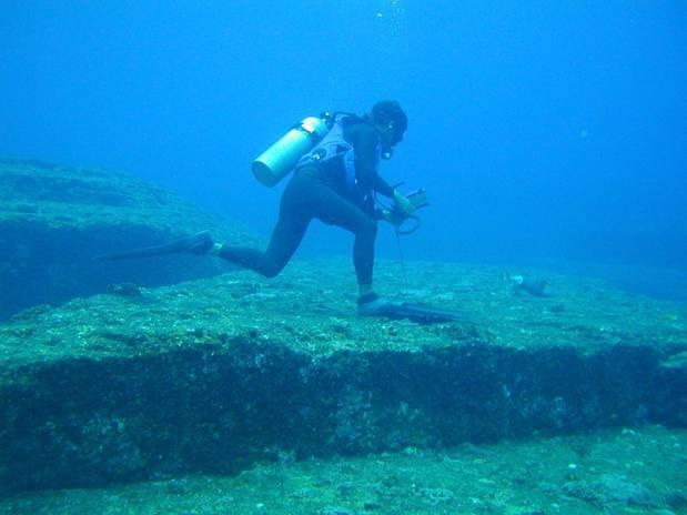 Monumento-submarino-Yanoguni-Japon.jpg