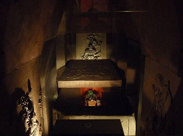 Reconstrucción de la tumba de Pakal en el Museo Nacional de Antropología. Wikimedia Commons
