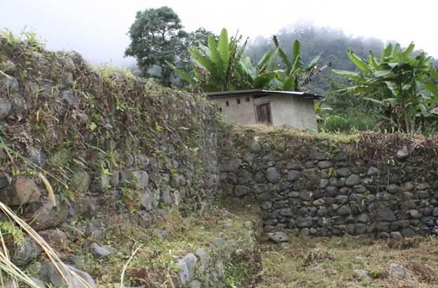 Muros y ruinas de Malqui-Machay, en Ecuador, uno de los lugares en los que se ha buscado la tumba del último emperador inca. Foto: Sección Nacional del IPGH de Ecuador.