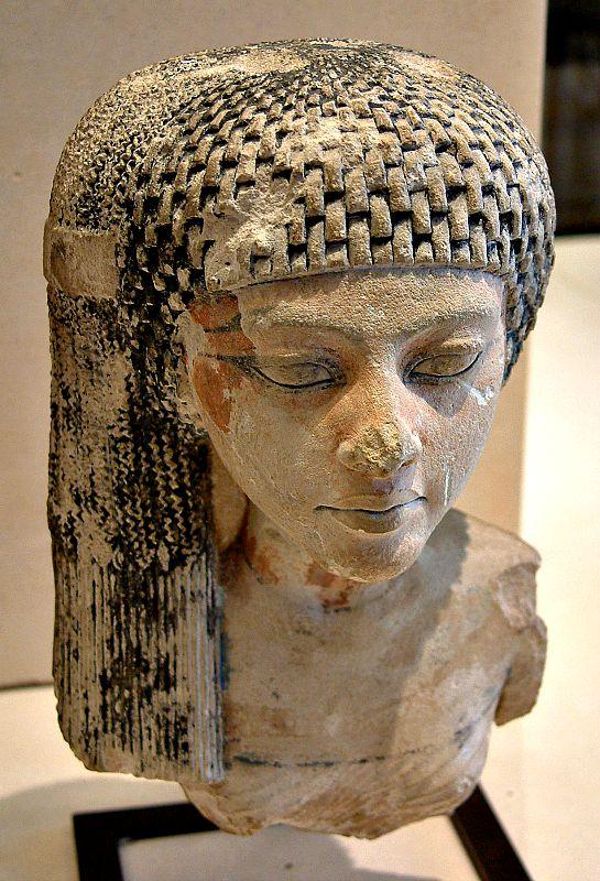 Busto de Meritatón, hija de Nefertiti y Akenatón y Gran Esposa Real de la Dinastía XVIII. Museo del Louvre, París. (Wikimedia Commons)