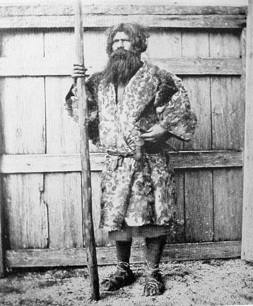 Un hombre ainu, uno de los pueblos indígenas de Hokkaido. (Dominio publico)