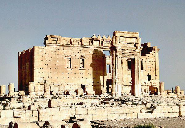 El antiguo santuario principal del Templo de Baal con su colosal puerta de entrada, destruido por los terroristas de Estado Islámico. (Wikimedia Commons)