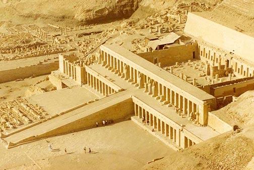 Antiguo-Egipto-Rituales-Fundacion-El templo de Hatshepsut en Deir el-Bahri. Wikipedia Commons