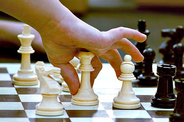El ajedrez: un juego apasionante para todas las edades. (Dominio público)