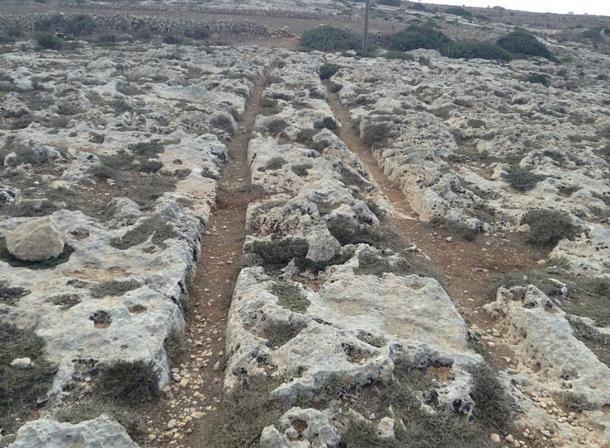 Los Surcos de Carros de Misraћ Gћar il-Kbir, Malta, muy similares a las marcas del valle de Frigia en Turquía. (CC BY-SA 3.0)
