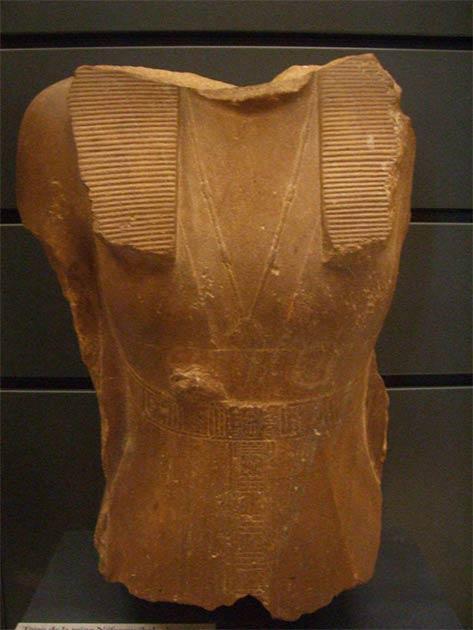 Busto de Sobekneferu en exhibición en el Louvre, París. (Dominio público)