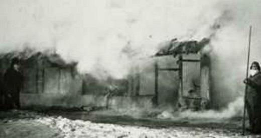 Casas quemadas en China durante la plaga de peste sufrida en el año 1890. (Wikimedia Commons)