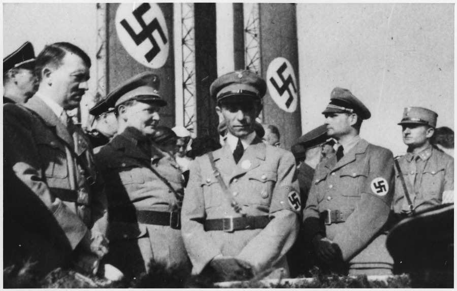Adolf Hitler y varios de sus colaboradores creían firmemente en la Teoría de la Tierra Hueca. (Wikimedia Commons)