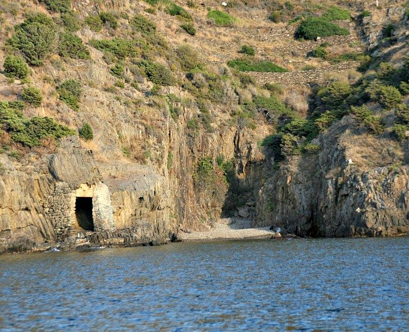 Cala Cativa, bajo cuyas aguas se encuentran los restos del pecio descubierto hace más de un siglo por el vecino de El Port de la Selva, Romuald Alfaràs. (Fotografía: Ayuntamiento de El Port de la Selva)