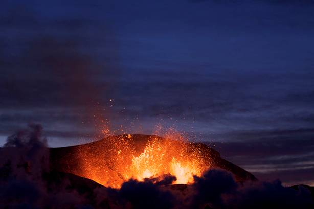 La erupción del volcán Islandés Fimmvörðuháls en el año 2010. (CC BY 3.0)