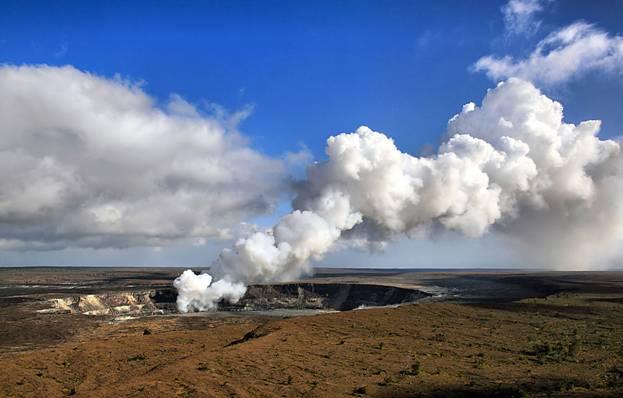 Según la leyenda, Pele habita en el cráter Halema'uma'u del volcán Kilauea