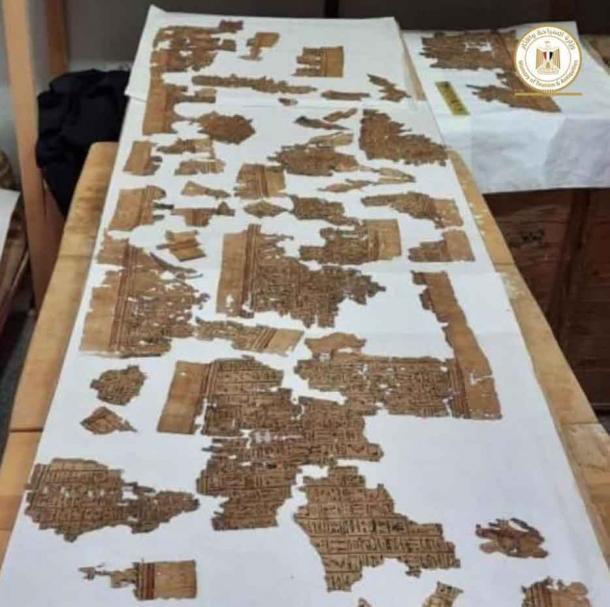 Secciones del papiro de 4 metros de largo encontrado en Saqqara. Crédito: Ministerio de Turismo y Antigüedades