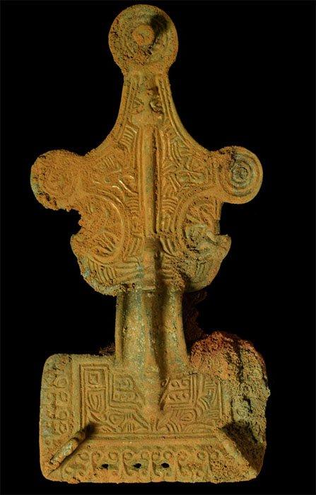 Un broche sajón hermoso y ornamentado encontrado en el sitio de Overstone. (MOLA)