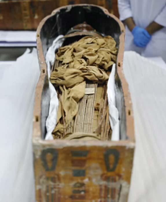 Las momias pertenecen a Sennedjem y su esposa. (Ministerio de Antigüedades / Facebook)