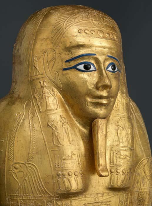 La tapa del ataúd de oro adornado y hábilmente creado está cubierta de jeroglíficos. (Museo Metropolitano de Arte / CC0)