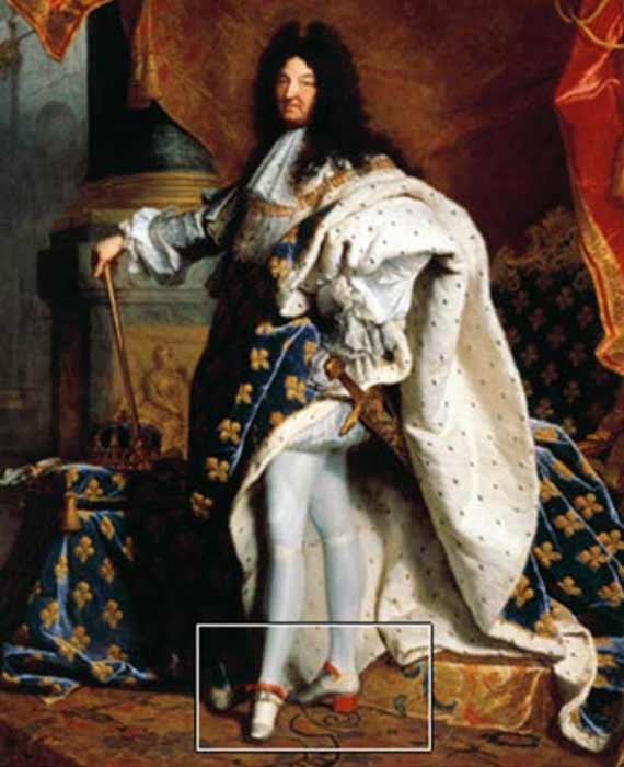 Luis XIV con sus tacones característicos en un retrato de 1701 de Hyacinthe Rigaud (Wikipedia)
