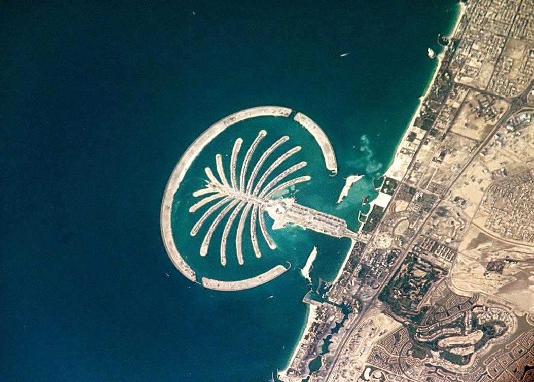 Palm Island, complejo vacacional de Dubai (EAU) enteramente artificial, 2005. (Public Domain)