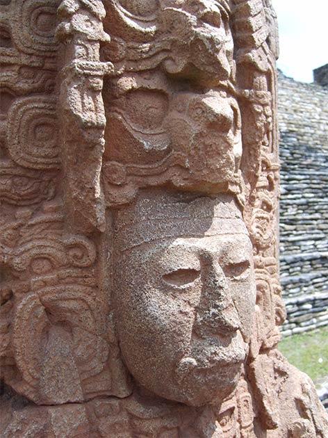 Estela maya que representa a un rey del siglo VI. (Simon Burchell / CC BY-SA 3.0)