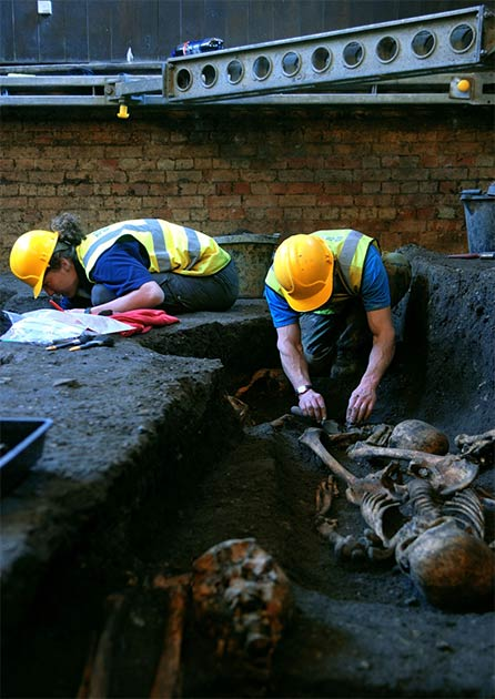Miembros de la Unidad Arqueológica de Cambridge trabajando en la excavación del Hospital de San Juan Evangelista en 2010. (Unidad Arqueológica de Cambridge)