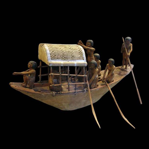 Un barco en miniatura del antiguo Egipto del 2000 a.C., que parece ser un juguete antiguo, pero en realidad era una representación de cruzar las aguas hacia el otro lado. Pero los barcos de juguete probablemente también eran juguetes en Egipto, pero tal vez nunca lo sepamos con certeza. (Rama / CC BY-SA 3.0)