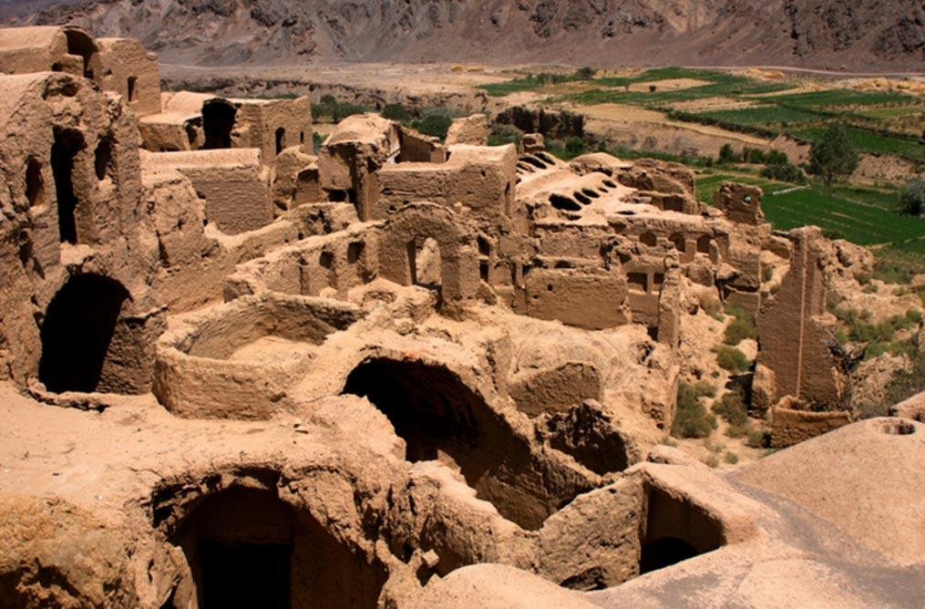 Ruinas de las casas de adobe de Kharanaq, en Irán. (Johannes Zielcke / Flickr)