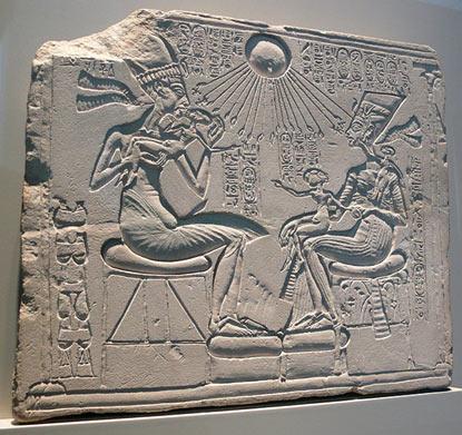 nefertiti-akhenaten-altar.jpg