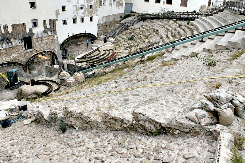 Aspecto que presentaba el teatro en el año 2012, durante las obras y excavaciones que lo han mantenido cerrado los últimos seis años. (VIATOR IMPERI/CC BY-SA 2.0)