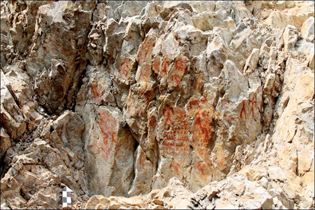 'Es de gran tamaño y contiene numerosas imágenes, aunque generalmente las rocas de esta región presentan entre una y tres pinturas en un pobre estado de conservación.' Fotografías: Sergei Alkin
