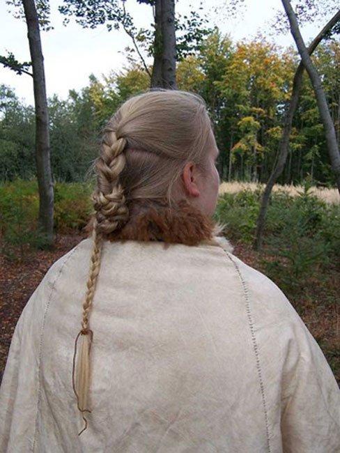 Reconstrucción de peinado y capa de piel del cuerpo del pantano Mujer Elling cerca de Silkeborg, Dinamarca. (Chris Wenzel / CC BY SA 3.0)