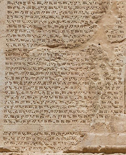 Antiguo persa (uno de los idiomas más antiguos) cuneiforme de la tumba de Darío el Grande. (Diego Delso / CC BY-SA)