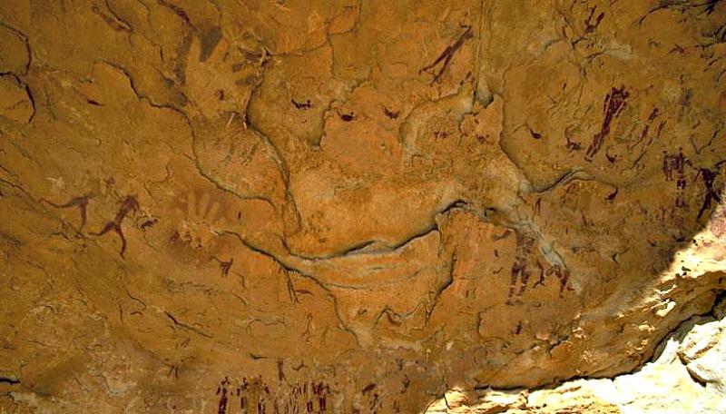 Pintura rupestre bicolor de Wadi Sura en color marrón y un probable tono amarillo muy tenue. (La Gran Época/TARA)