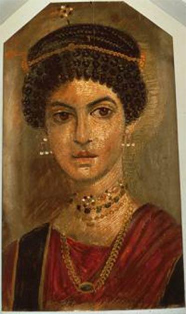 Dos ejemplos de retratos de momias de Fayum que muestran el mismo tipo de pendiente que el pendiente encontrado en Deultum en Bulgaria. (Izquierda: dominio público; derecha: dominio público)