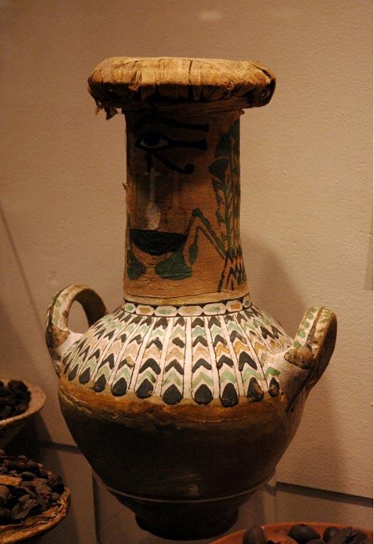 Ánfora de doble asa procedente del sepulcro de Kha y Merit, ahora en el Museo Egipcio de Turín (Wikimedia Commons)