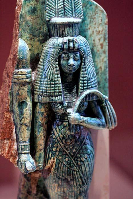 Reina Tiye. Su marido puede haber sido representado a su derecha en esta estatua rota. (Rama / CC BY SA 2.0)