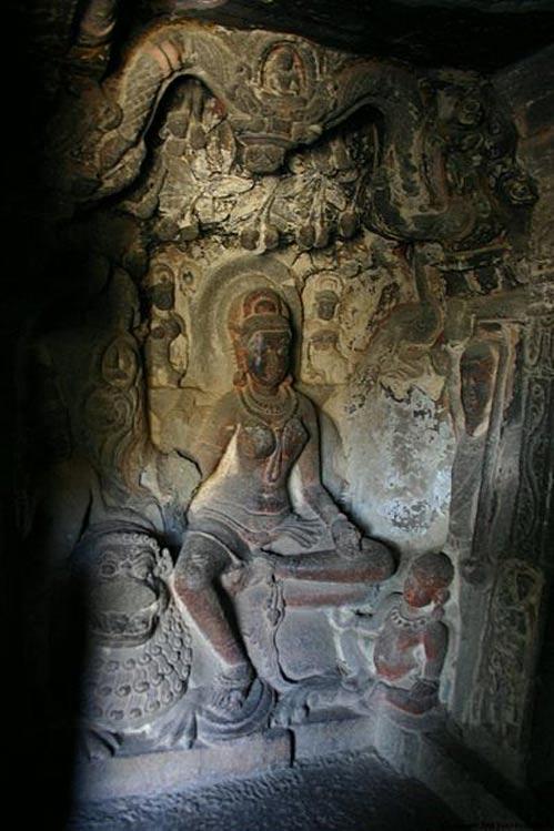 Relieve de una yakshini labrado en la piedra de una de las cuevas Jain de Ellora. (Y. Shishido/CC BY SA 3.0)