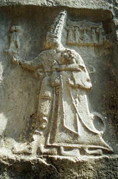 Tallado en roca en la cámara B del antiguo observatorio astronómico, que representa a dios y rey. (Kpisimon / CC BY-SA 3.0)