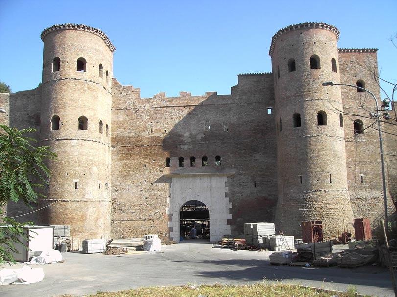 Puerta Asinaria, a través de la cual Totila el Ostrogodo entró en la ciudad en el año 546 d. C. para saquearla. (Foto: Lalupa/Wikimedia Commons)