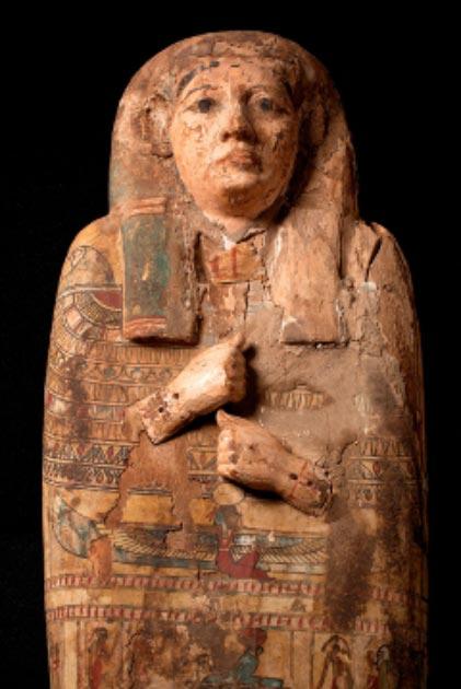 El sarcófago de la antigua mujer egipcia Ta-Kr-Hb, donde se encontraron las obras de arte de la diosa. (Museo y Galería de Arte de Perth / Cultura Perth y Kinross)