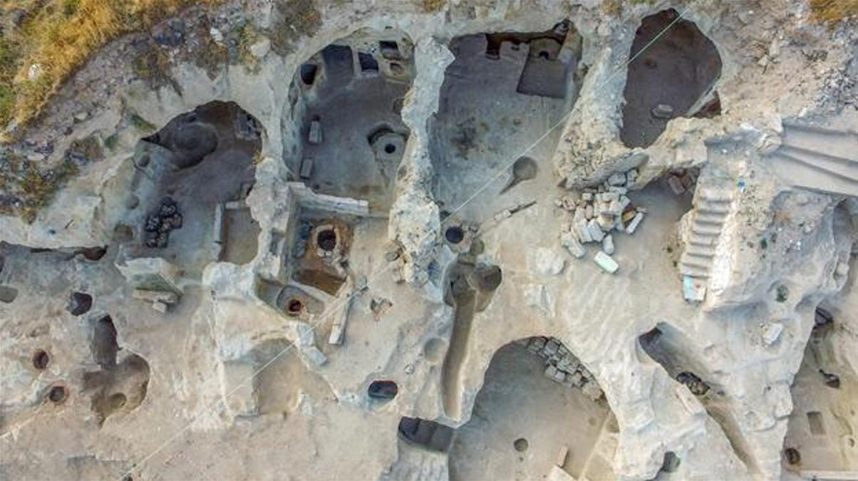 Sección excavada de la ciudad subterránea recientemente descubierta en Turquía, en la que se han hallado pruebas de que sus habitantes residían en ella permanentemente. Fotografía: Agencia Anadolu.