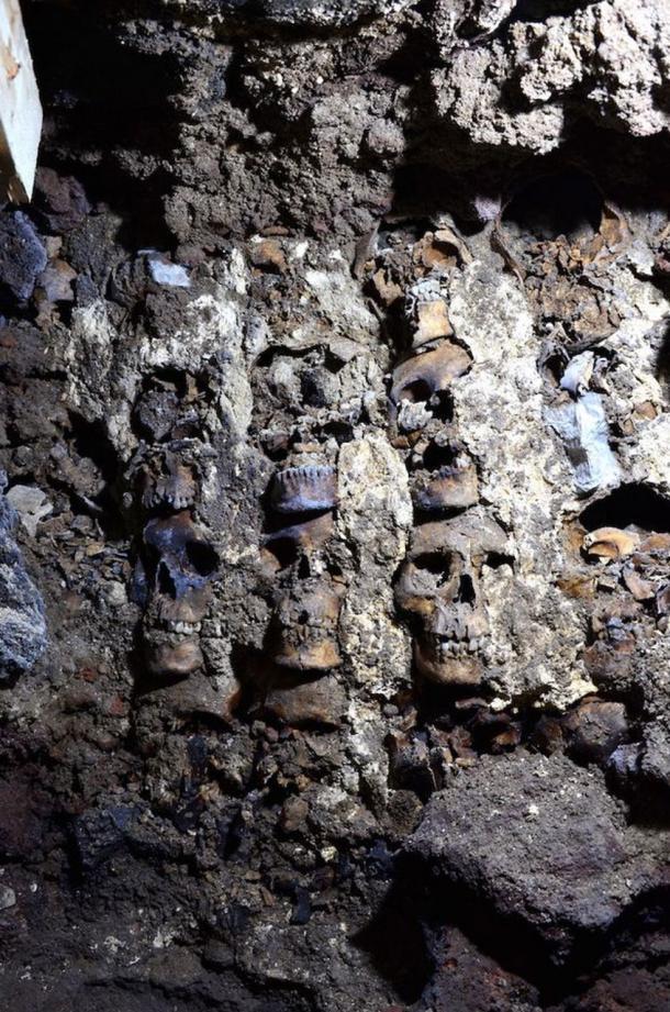 Sección del huey tzompantli (estante de calaveras) que se encuentra debajo de la Ciudad de México. (INAH)