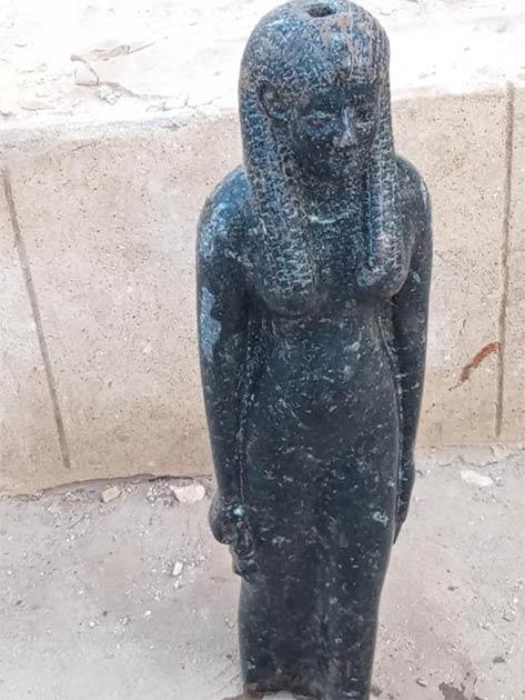 Una estatua de Sekhmet recientemente desenterrada en Egipto y relacionada con el increíble poder del Rey Ramsés II. (Ministerio de Turismo y Antigüedades de Egipto)