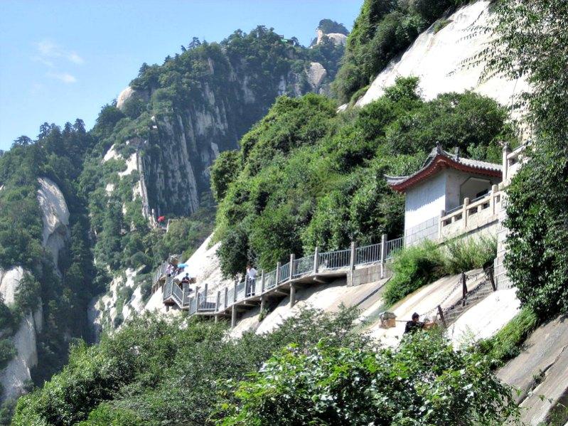 Uno de los senderos que ascienden al monte Hua. (Public Domain)