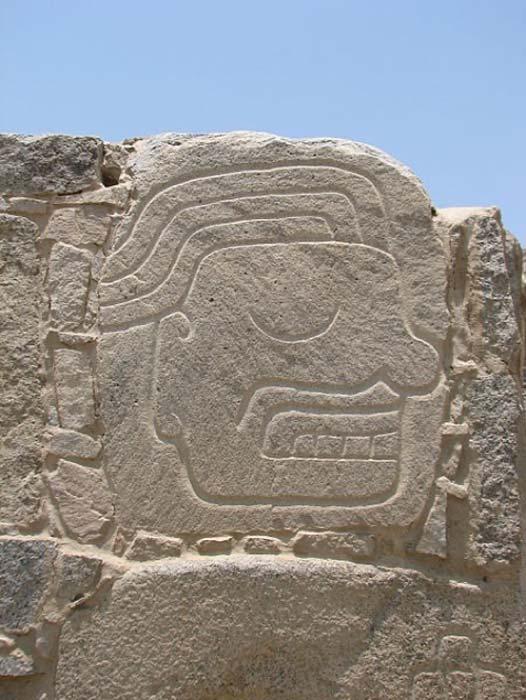 Sitio arqueológico de Sechín (relieve - perfil de la cabeza a la izquierda). (AgainErick / CC BY SA 3.0)