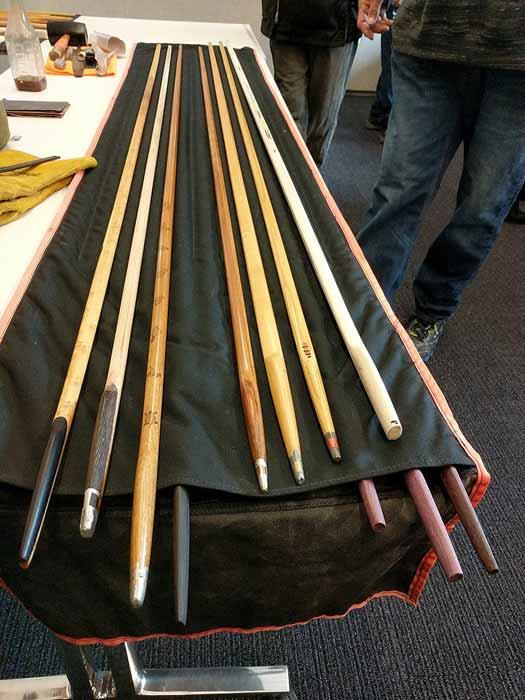 Serpientes de nieve de tamaño completo utilizadas durante los juegos de invierno de nativos americanos del sitio histórico del estado de Ganondagan de 2019. (DanielPenfield / CC BY-SA 4.0)