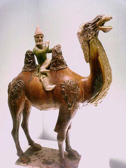 Sogdian sobre un camello, dinastía Tang de China (618-907). Museo de Shanghai. (Dominio público) ¿Quizás el hombre santo le dio un camello y un hombre para ayudarla a escabullirse entre los guardias?
