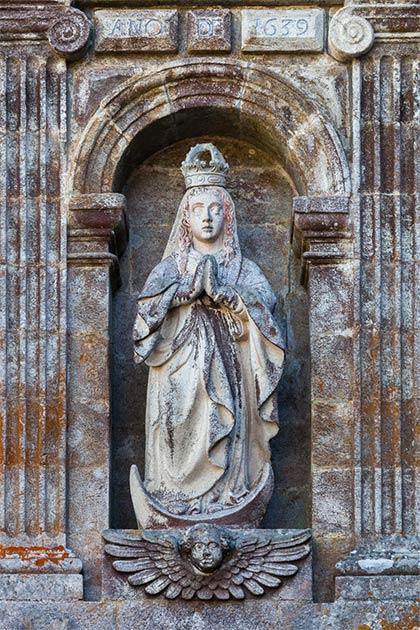 Ejemplo de una estatua de Santa María. Monasterio de Santa María de Oseira, San Cristovo de Cea, Galicia (España). (Luis miguel Bugallo Sánchez (Lmbuga) / CC BY SA 4.0)