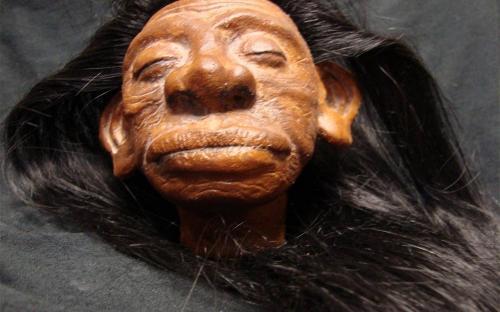 Cabeza encogida y el shuar de la selva amazónica (Imagen: Wikinut.com)